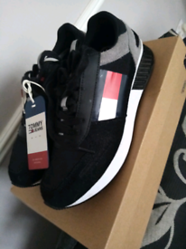 Like new mens Tommy hilfiger trainers size 9