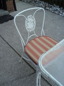 Vintage Woodard Chantilly Rose Wrought Iron Table & 4 chairs