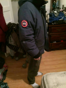 Manteau canada goose small tres bonne conditions
