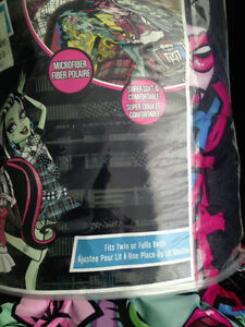 NEW MONSTER HIGH COMFORTER FITS TWIN OR FULL BEDS