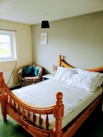 Double and single rooms available right near ealing broadway!
