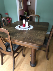 Antique Oak Table & 5 Chairs
