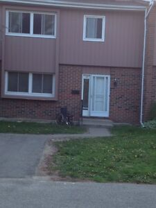 Great rooms close WLU & WU --winter sublet available Kitchener / Waterloo Kitchener Area image 8