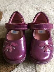 Girls 4 1/2 Clarks shoes with lights