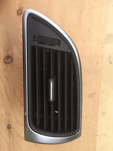 AUDI A6 DASH RIGHT SIDE AIR VENT 4G1820902