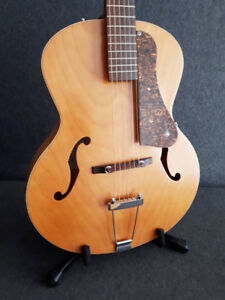 Godin Archtop 5th Avenue  (Acoustic)
