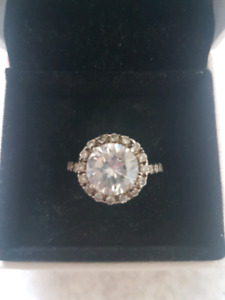 Gorgeous silver ring size 6