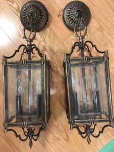 Lampes antiques suspendues