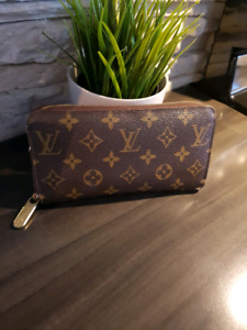 Louis vuitton authentic  zippy wallet
