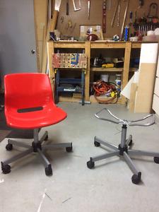 Chaise pivotante de bureau modèle snile Ikea