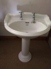 Pedestal traditional sink for sale