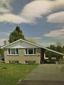 ALL BRICK BUNGALOW w/ CARPORT FOR SALE IN LIVELY, ON.
