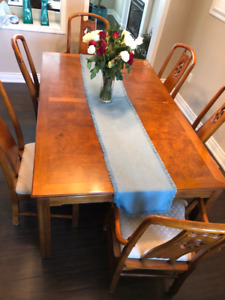 Dining table set with 8 chairs