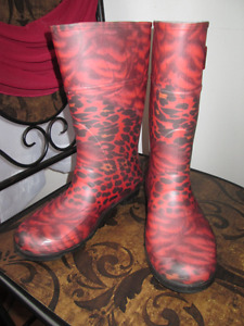 Red animal print rubber rain boots, Size 5