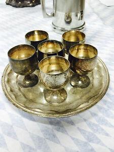 Silver-coated shot glasses w tray / verres à shooter argenté