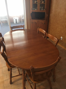 ROXTON SOLID ROCK MAPLE DINING ROOM SET