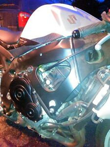 GSXR600 2008 ENGINE KIT AND COMPLETE FRONT END WITH 17000KMS Windsor Region Ontario image 9