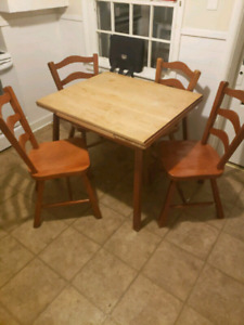 """75$ Solid Hardwood Table & Chairs 25$ 32"""" Tall St. Nick W/Lights"""