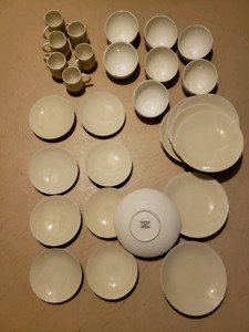 Gluckstein Home - 29 Piece Dinnerware Set