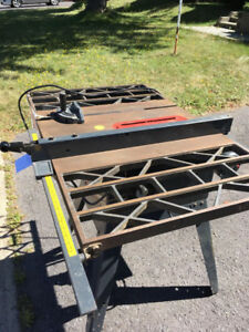 table saw 10-inch/ scie a table 10-pouce