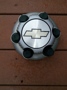 Chevy-Silverado-Express-Van-1500-Silver-6-Lug-Wheel Cover