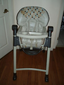 Graco Slim Folding Compact High Chair with Snack Tray