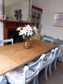 Stunning Oak Refectory Dining Table & Chairs