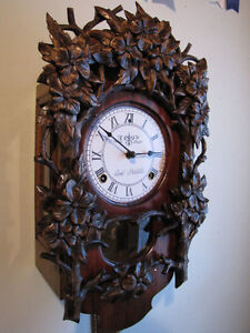 Beautiful hand carved wall clock. Mint!!!!! London Ontario image 4