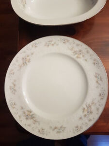 "Noritake - ""Patience"" pattern - 8 (plus) settings of China"