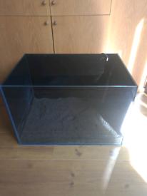 Fish/turtle tank