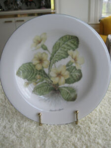 "GORGEOUS OLD VINTAGE DECORATIVE ""ROYAL VALE"" CHINA PLATE"