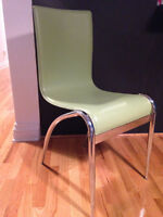 4 chaises vertes / 4 green chairs