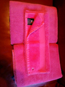 3 pc. PINK Tommy Hilfiger towel set $10 takes