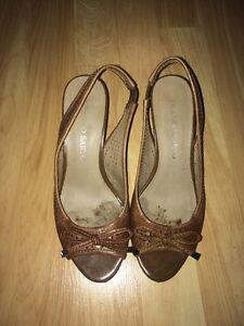 Very Well Worn Women's Kitten Heel