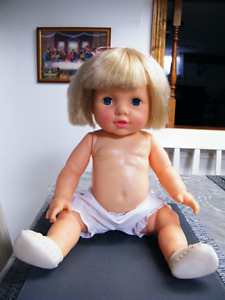 20'' VINYLE LARGE BABY DOLL BLONDE HAIR GREAT CONDITION