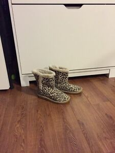 Girls leopard print Ugg style boots, size 1