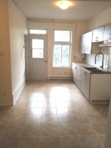 Big 4 1/2 for rent 2 closed bedrooms $1050