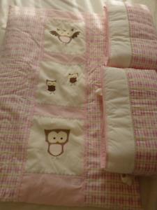 Literie pour chambre de bébé fille, motifs hiboux