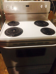 Almost brand new Frigidaire stove Kitchener / Waterloo Kitchener Area image 5