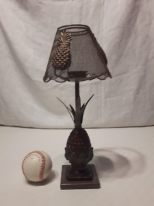 Lampe a chandelle en forme d'ananas; Pineapple shaped table lamp