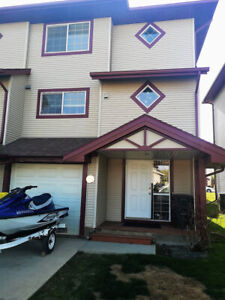 Beautiful Townhouse 3BR 2.5bath (Utilities included & Furnished)
