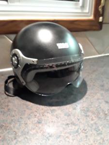 Casque de moto (helmet) avec visière (XL)