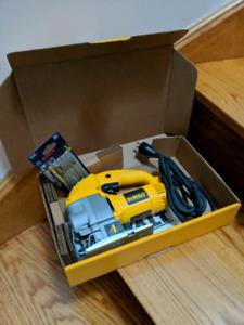 Dewalt heavy-duty compaxt jig saw (DW317) Mint condition!
