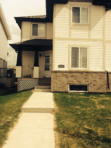 One Sunny Bed room in Deer Valley Leduc for Right Person