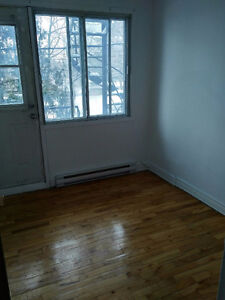 LARGE STUDIO NDG/CONCORDIA LOYOLA FOR RENT PRICE REDUCED