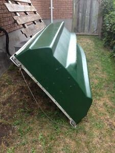 12FT  FIBERGLASS BOAT IN EXCELLENT CONDITION !!