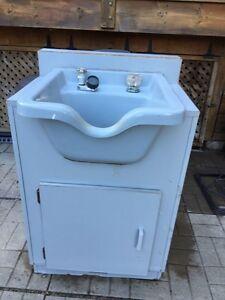 Shampoo sink