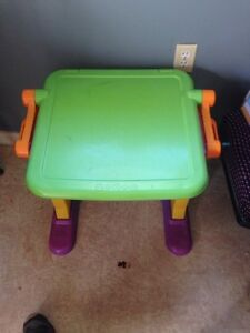 Kids Desk/easel/magnetic board
