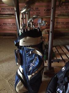 Sac et 13 bâtons de golf