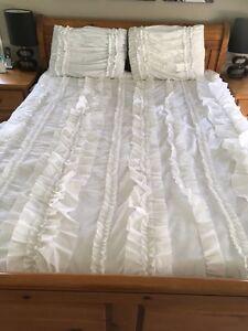 White ruffled comforter